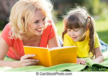 park., libro, figlia, lettura, madre