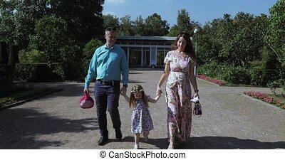 park, młoda rodzina