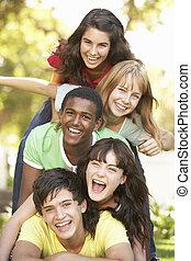 park, zgromadzony, grupa, do góry, nastolatki