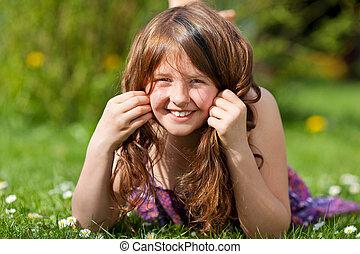 parkera, hår, medan, flicka, gräs, leka, lögnaktig