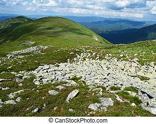 parkosít., dombok, csiszol, és, clouds., carpatian, hegyek