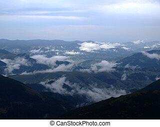 parkosít., elhomályosul, alatt, hegyek, valley., carpatians