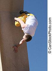 parkour, mur, exécuter, renverser, air., haut, courant, adolescent, stunt., il
