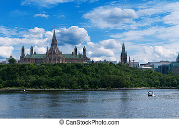 parlamento canadiense, colina, visto, de, a través de, río ottawa, durante, un, hermoso, día de verano