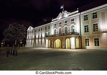 parlamento, tallinn, estónia, noturna