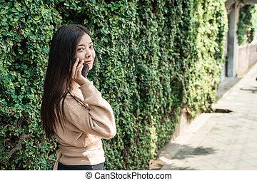 parlare, usando, donna telefono, mobile
