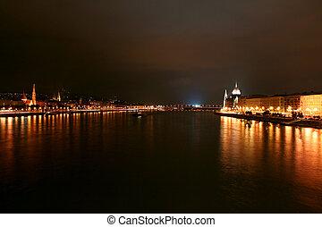 parlement, budapest, vue côté