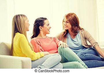 parler, maison, trois, petites amies, avoir