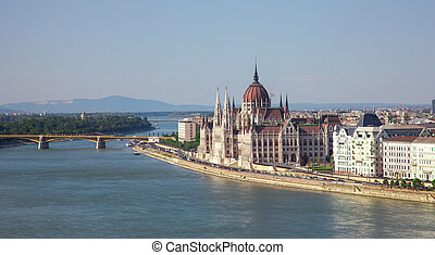 parliament of hungary in budapest
