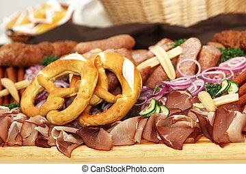 parma, schinkenkate, mit, gemuese, und, salat, an, der, büffet