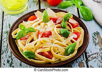 parmes, fettuccine, tomates