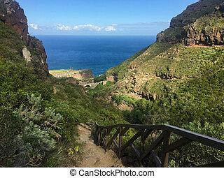 Parque Barranco de Ruiz. Hiking on Tenerife.