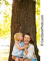 parque, bebé, madre, diversión, retrato, niña, teniendo,...