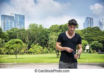 parque de la ciudad, joven, aire libre, hombre, guapo