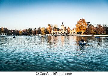 Parque del retiro lake, Madrid.