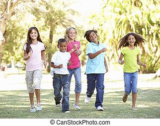 parque, executando, grupo, crianças, através