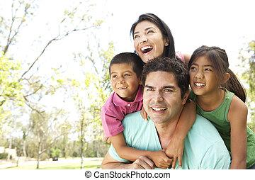 parque, família jovem