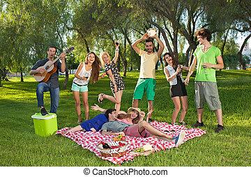 parque, grupo, adolescentes, vivamente