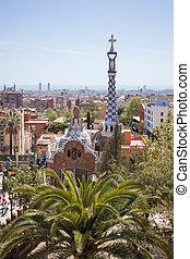 parque, guell, por, arquitecto, gaudi, en, un, día de verano, barcelona, spain.