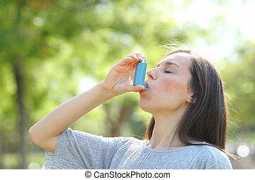 parque, inalador, mulher, asma, usando