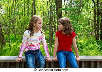 parque, meninas, falando, selva, crianças, amigo, floresta