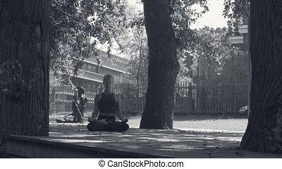 parque, mujer, meditar, joven