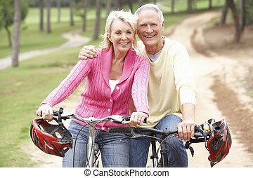 parque, par, bicicleta, sênior, montando