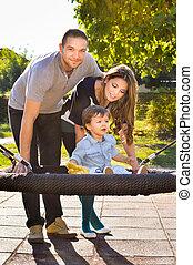 parque, tocando, família, feliz