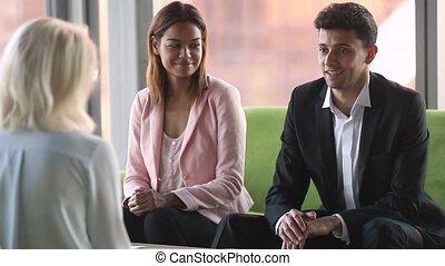 partenaires, affaires signent, divers, détails, après, contrat, discuter
