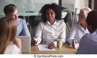 partenaires, femme affaires, africaine, négocier, équipe, salle réunion, éditorial, ethnicité