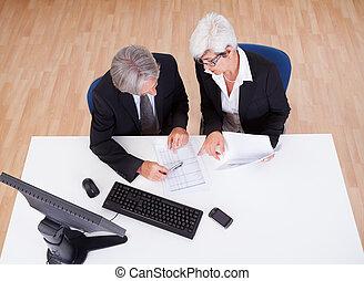 partenaires, personne agee, réunion, business