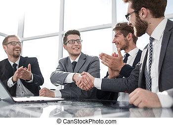 partenaires, poignée main, jeune, business, meeting.