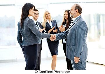 Partenaires, poignée main, réunion, bureau,  Business