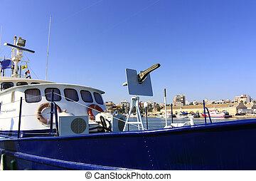 parti őr, csónakázik