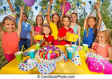 partido, sorrindo, crianças, aniversário, feliz
