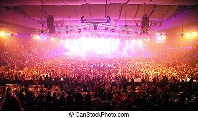 partij, van, ventilatoren, op, rave, feestje, dj, rijzen, handen, toneel
