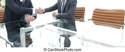 partners, zakelijk, schudden, na, contracteren, handen, het bespreken