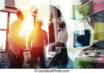 partnership., concepto, empresarios, oficina., trabajo, juntos, trabajo en equipo, efectos, doble, luz, exposición