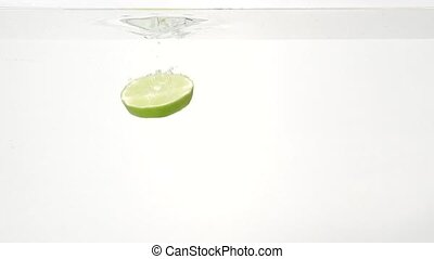 Parts of the lime and water splash in slowmotion