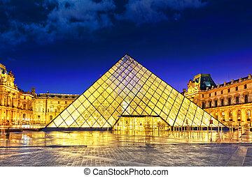paryż, -, wrzesień, 17., szkło, piramida, i, luwr, muzeum, na, wrzesień, 17, 2013., luwr, jest, przedimek określony przed rzeczownikami, najpoważniejszy, muzeum, w, paryż, z, prawie, 35, obiekty, z, prehistoria, do, przedimek określony przed rzeczownikami, 19 stulecia, .