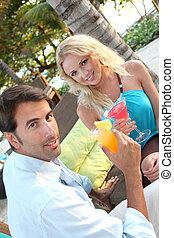 pas huuwde, paar, hebben, een, cocktail, in, luxe, vakantiepark