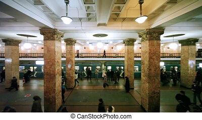 pasażerowie, przychodzeni, odżycie, pociąg, tunel stacja