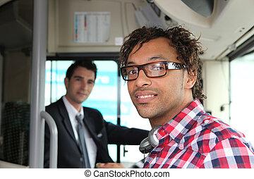 pasajero, entablado, un, autobús