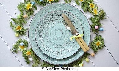 pasen, tafel te zetten, met, bloemen, en, eggs., lege,...