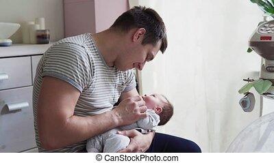 pasgeboren baby, houden, vader, armen