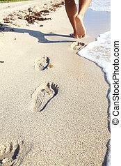 pasos, en, el, playa.