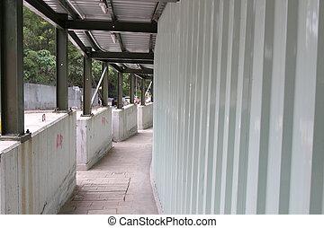 passage for pedestrians under besides a construction area