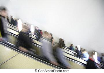 passageiros, escada rolante