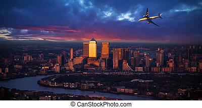 passageiros, luz cidade, voando, londres, acima, pôr do sol, avião