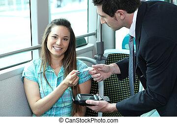 passager, elle, autobus, projection, jeune, contrôleur, tramway., femme, ou, carte